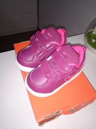 Zapatillas Nike niña número 20