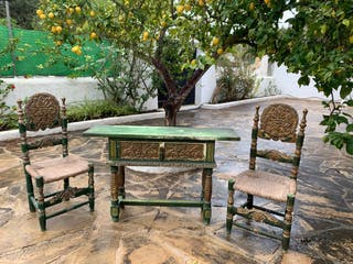 Conjunto cómoda + 2 sillas madera maciza