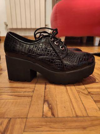 zapatos nuevos 38 marypaz charol negro serpiente