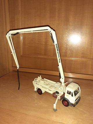 Camión hormigonera de juguete