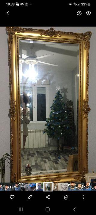 espejo dorado grande .
