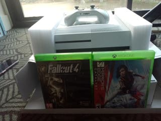 xbox one S 1tb with one controller and two games