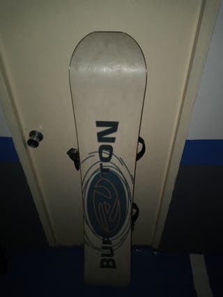 Tabla de snowboard Burton con fijaciones
