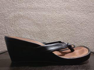 Sandalias tacón corrido alto negras y marrones