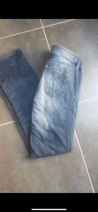 Pantalón marca Guess