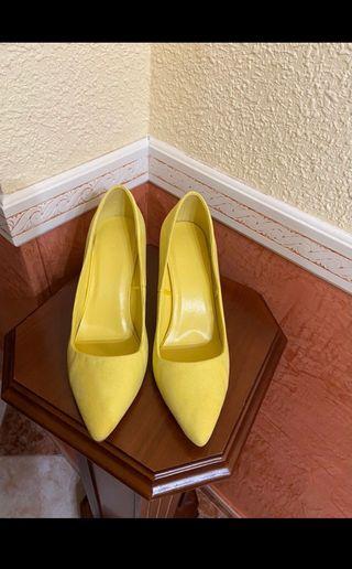 Zapato de tacón amarillos