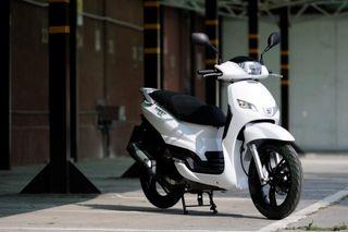 Moto 125 Peugeot tweet
