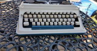 Vintage Imperia 200n typewriter