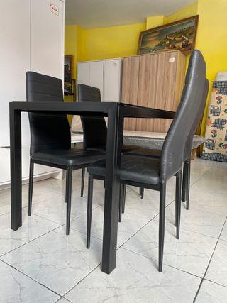 Mesa de Cristal + 4 sillas