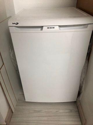Congelador vertical mini
