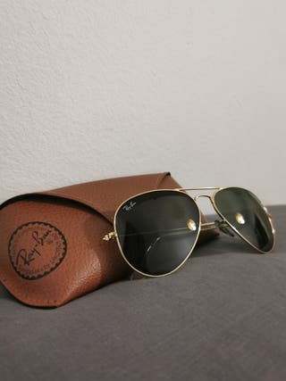 Gafas de sol Ray Ban estilo aviador.