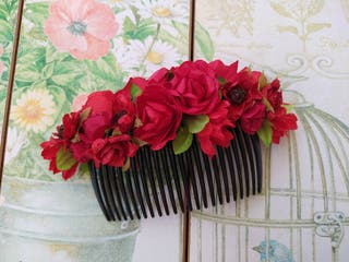 peineta flores rojas tocado fallera o invitada