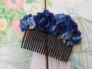 peineta tocado flores azul marino invitada fallera