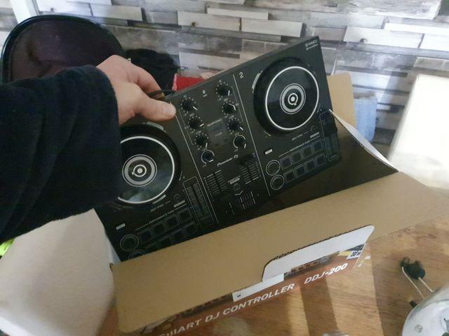 speakers/ Dj Decks