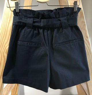 Pantalón corto bermuda azul marino de Zara