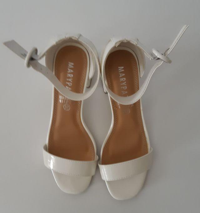 Sandalias tacón blancas charol
