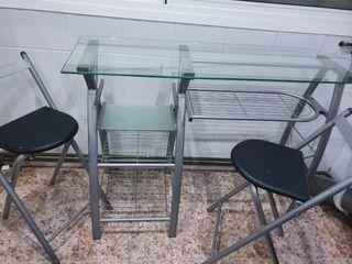 mesa alta con dos taburetes de cristal