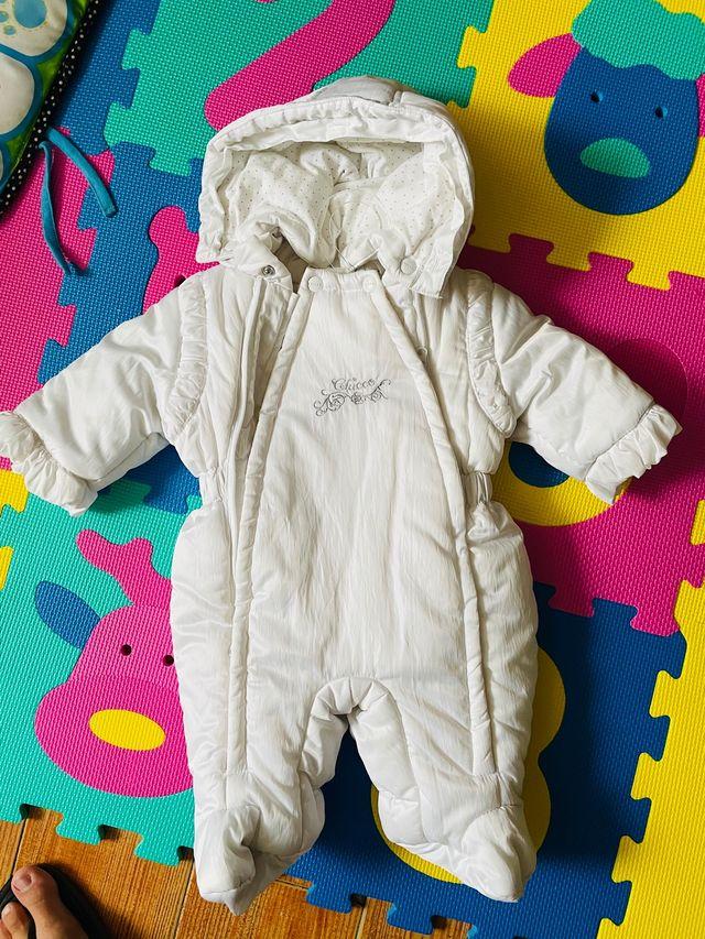 Buzo de bebe color blanco marca chicco