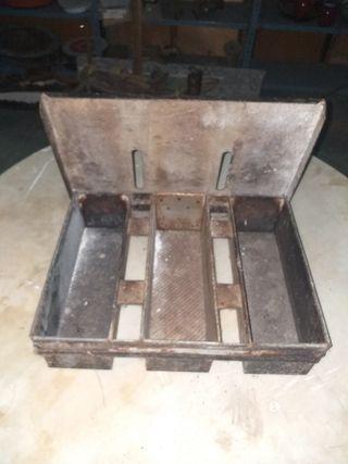 Antiguos moldes para hacer pan de molde.