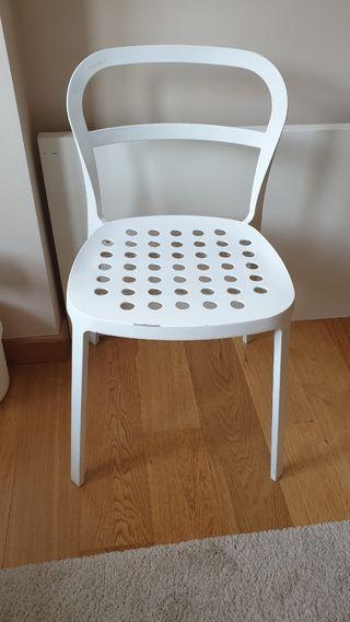 2 sillas metálicas apilables