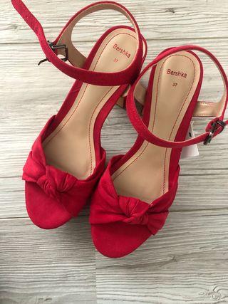 Sandalias rojas tacón ancho 37