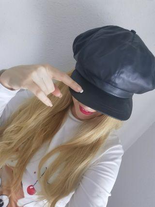 Gorra de semi piel negra