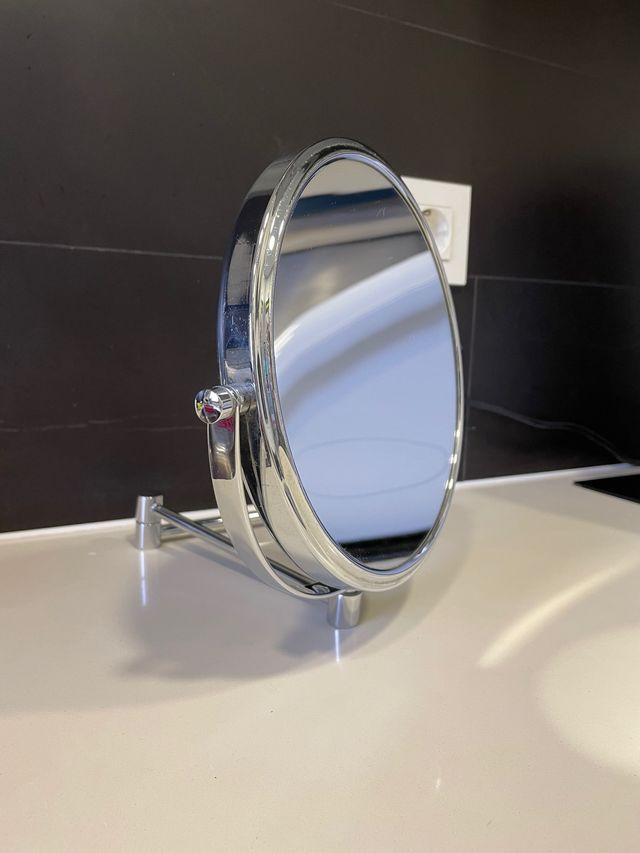 Espejo de pared con aumento o normal baño