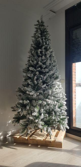árbol de Navidad Nevado 2.10 mts.