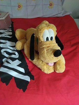 peluche de Pluto, mide unos 50cm