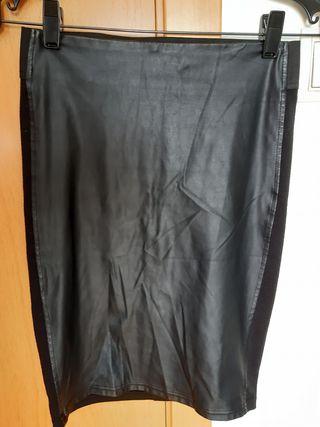 Falda tubo estilo gótica talla M de Stradivarius