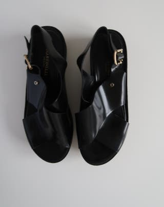 Sandalias negras de piel Martinelli. Prácticamente