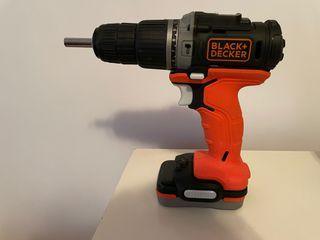 Taladro percutor Black+Decker 12 V + Accesorios