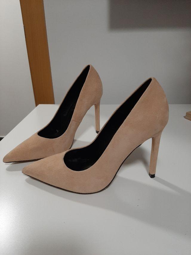 Zapatos tacón beige zara