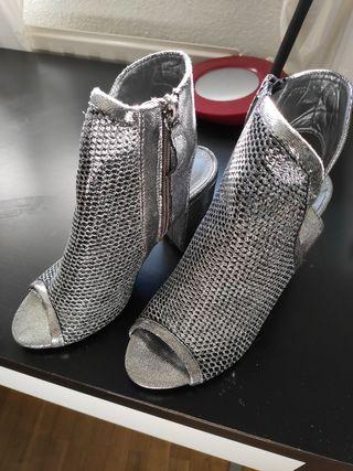 Sandalias de tacón plateadas