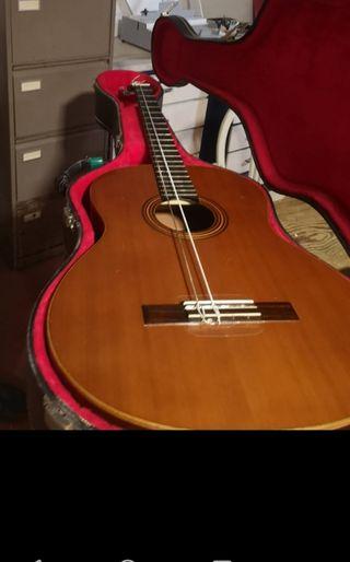 guitarra clásica bajo