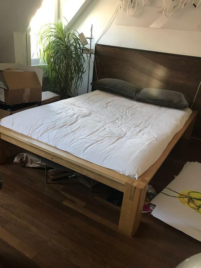Cama de madera maciza con futón