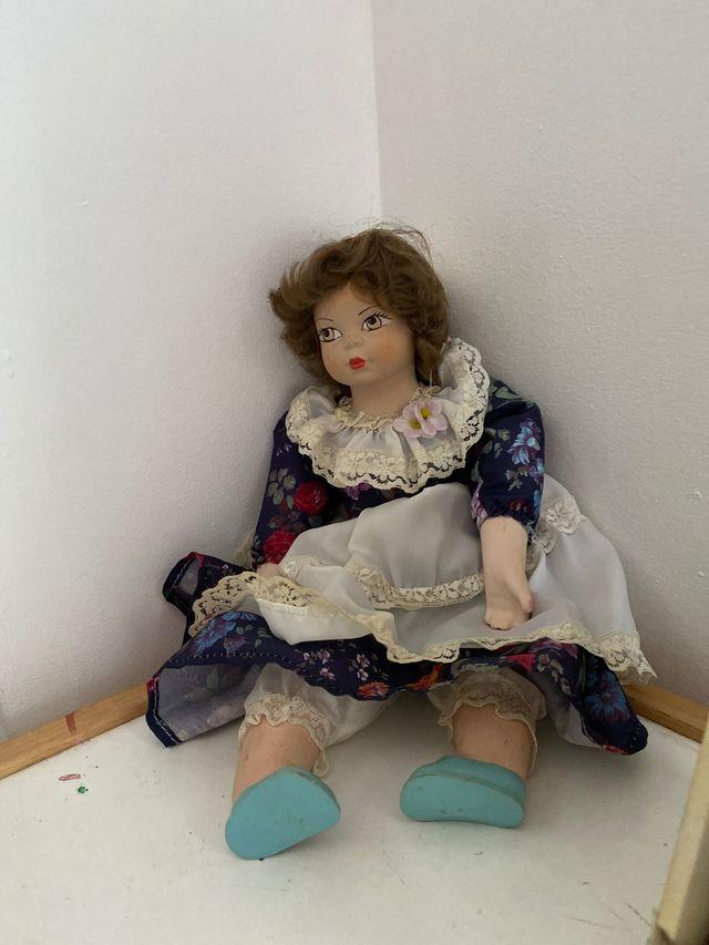 Muñeca de porcelana de colección.