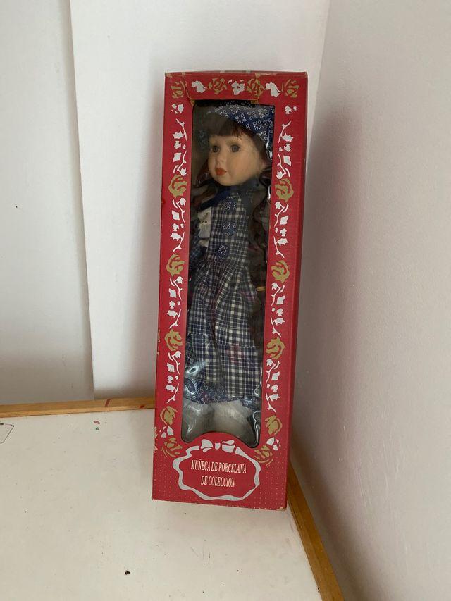 Muñeca de porcelana de colección