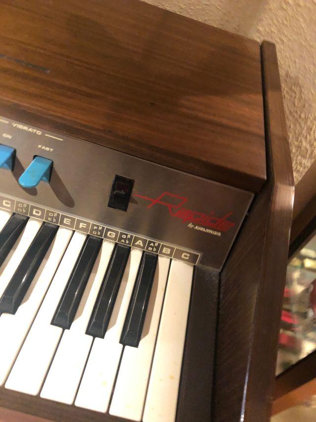 Piano órgano eléctrico