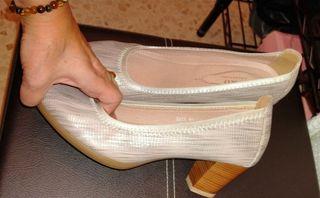 Zapatos tacón mujer piel.