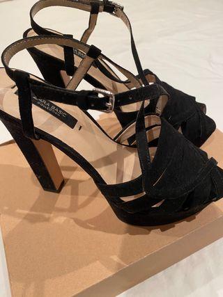 Sandalias plataforma negras de Zara