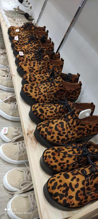 Zapato leopardo