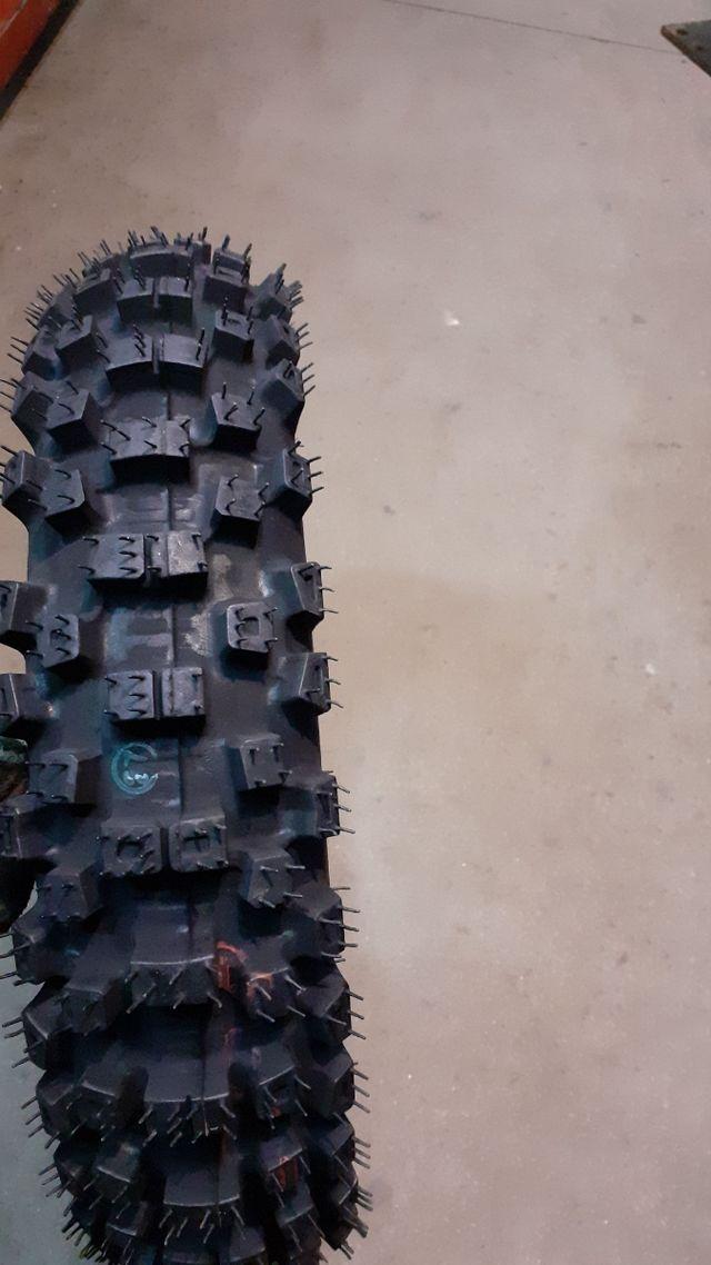 Neumático trasero 12 pulgadas