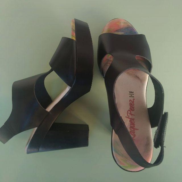 Sandalias de piel con tacón y plataforma