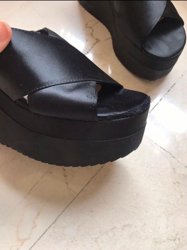 Sandalias plataforma negras Stradivarius