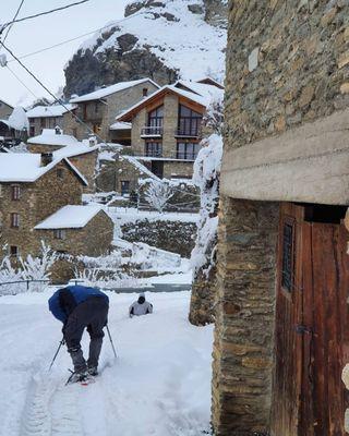 Apartamento alquiler turistico en Burg-Pirineo Lleida 86€ precio por noche y apartamento no por persona mínimo 2 noches CONSULTAR DISPONIBILIDAD SE ADMITEN MASCOTAS sin cargo