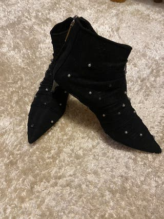 Botines negros motivó perlas