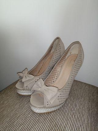 Zapatos de tacón beige