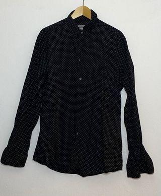 Camisa negra punto blanco