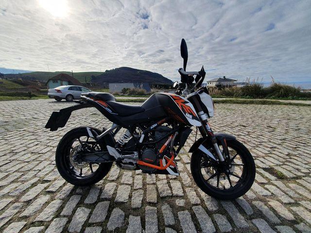 Se vende KTM DUKE 125cc como nueva !